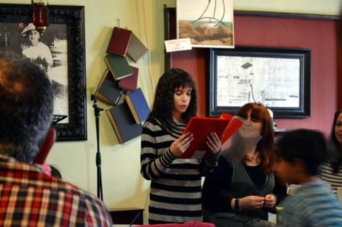 """Η Εύη Καπατζιά αφιέρωσε στους Παραμυθάδες το παραμύθι που έγραψε """"Η μικρή κούκλα"""" και μας το διάβασε στην εκδήλωση της κοπής της πίτας μας. Την ευχαριστούμε θερμά!"""