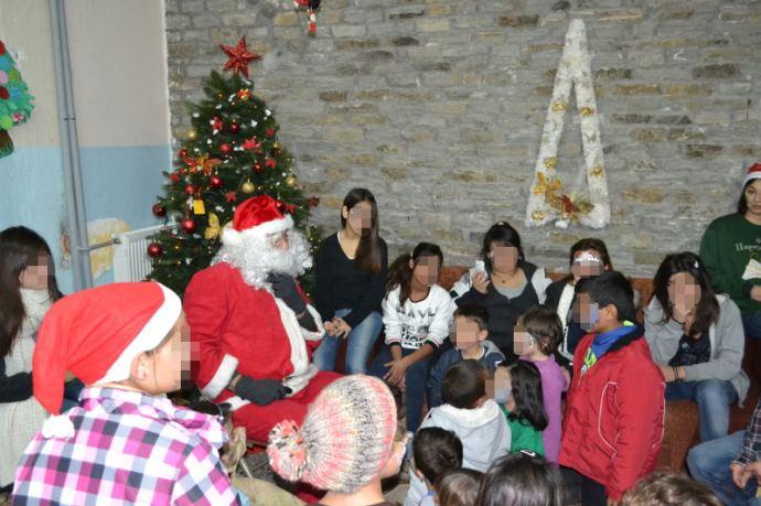 Η καλύτερη στιγμή της ημέρας ήταν η απρόσμενη επίσκεψη του Αϊ Βασίλη με δώρα για τα παιδιά.