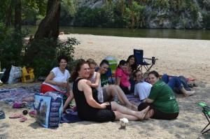 Η παρέα με φόντο το Νέστο ποταμό