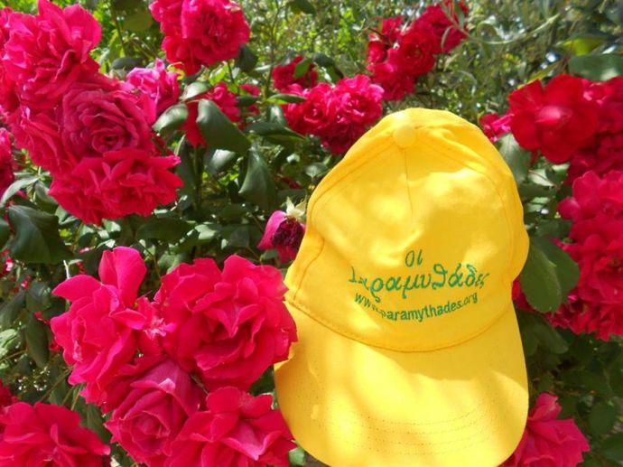 το καπέλο στα λουλούδια