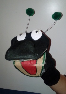 Ο Σκαθαρένιος είναι μια γαντόκουκλα που κατασκεύασαν μαθητές του δημ. Σχολείου Μουρικίου
